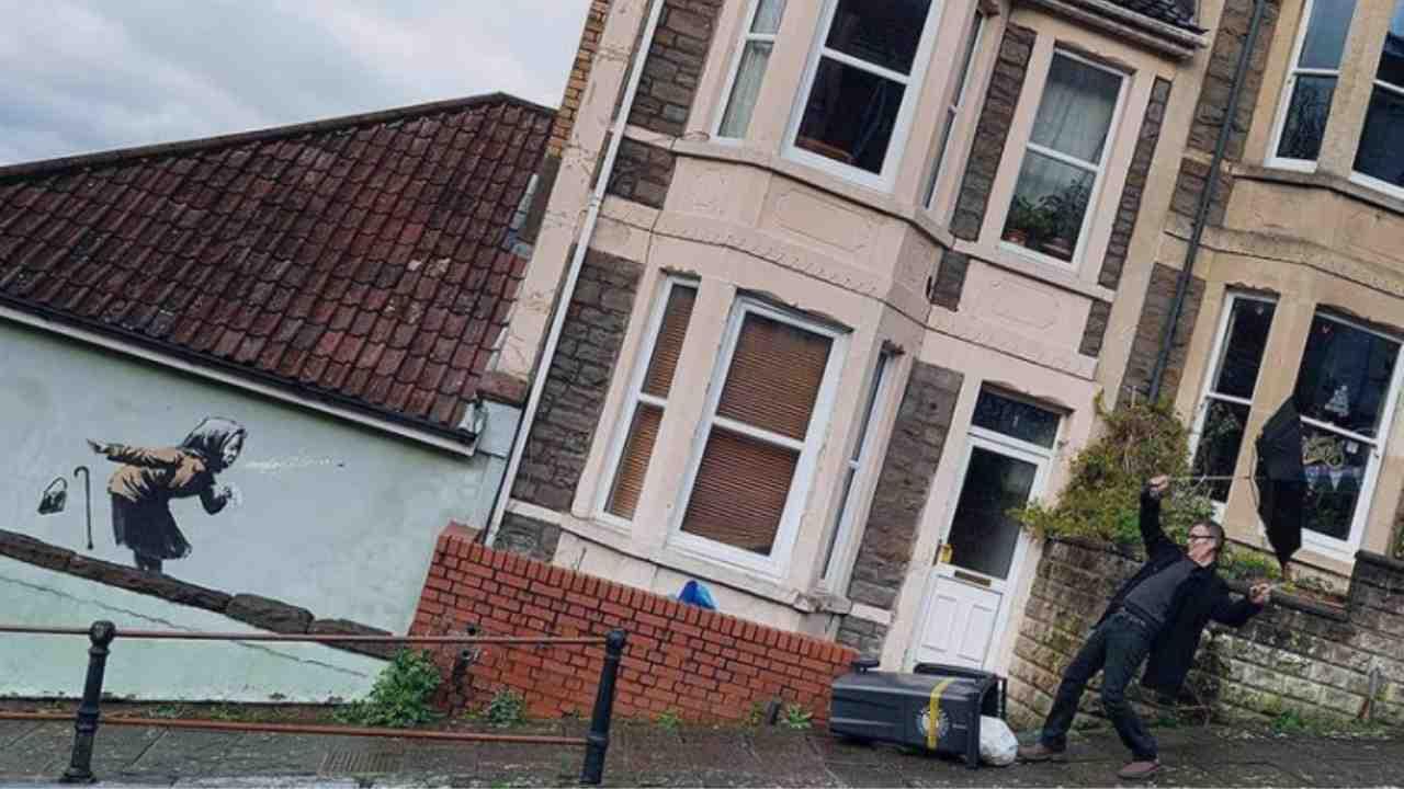 Banksy pinta fachada de una casa y su valor se dispara 17 veces