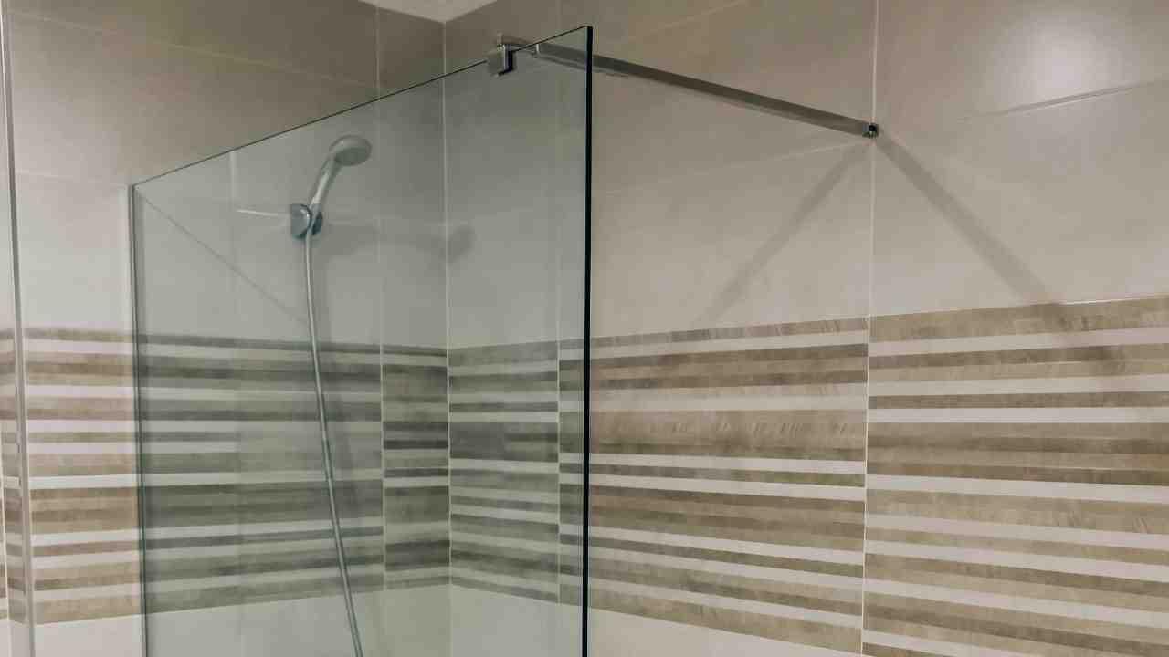 ¿Cómo elegir mamparas de ducha? Conoce cuál es la más adecuada para tu casa